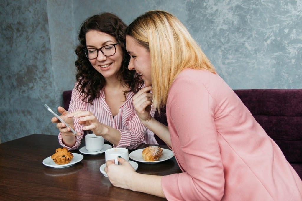 合コンの話題は会話力よりも聞く力のほうが重要!