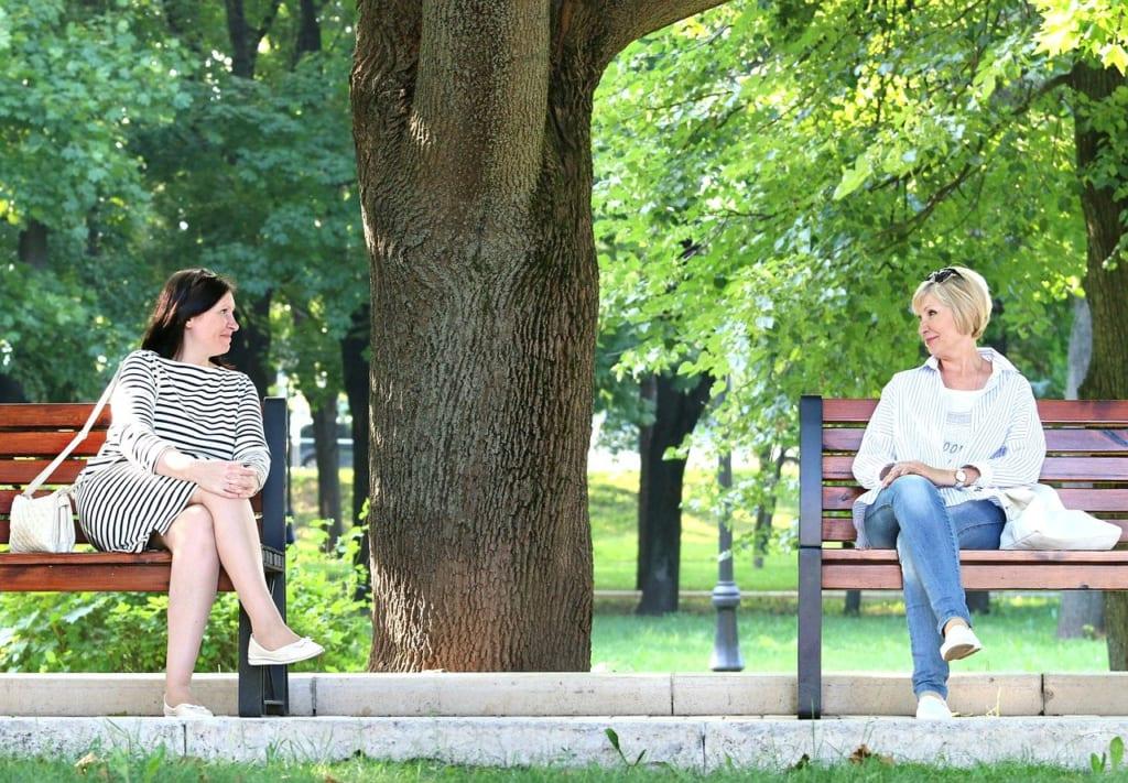 初対面の相手と会話が続かない人が意識すべきことは?
