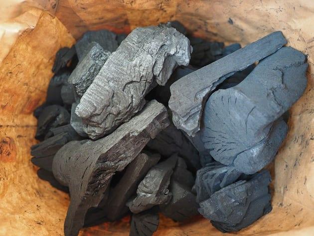 竹炭を使った湿気対策