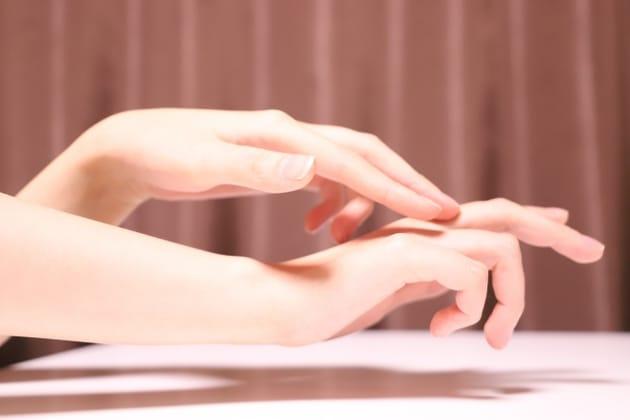 ネイルや指輪が似合う指に!指を細く手元から綺麗に痩せる方法とは?